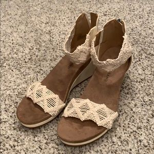 Lucky Brand wedge sandals size 6.5